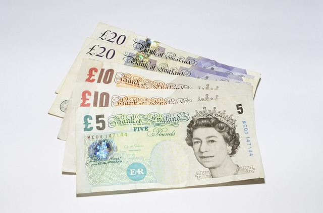 bankovky s kralovnou