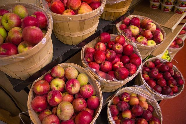 koše jablek