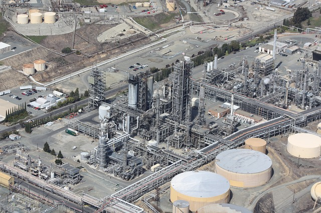ropná rafinerie.jpg