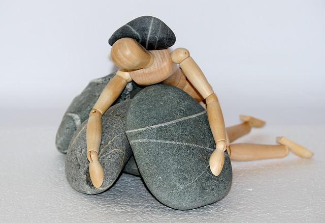 panáček mezi kameny